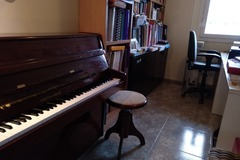 Upon Request: Upright piano (Girona)