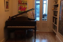 Renting out: Large room with baby grand